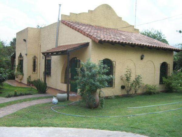 Casa tipo quinta amplia moderna limite glew guernica for Casa quinta moderna