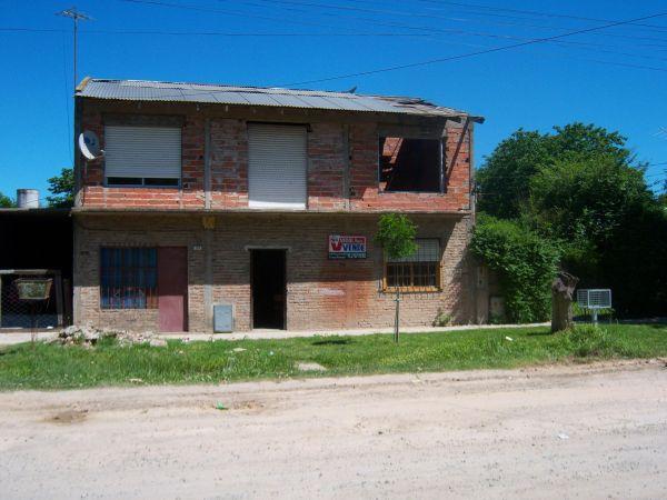 Casa en 2 plantas con 2 locales o d posito o gr n for Garage con deposito