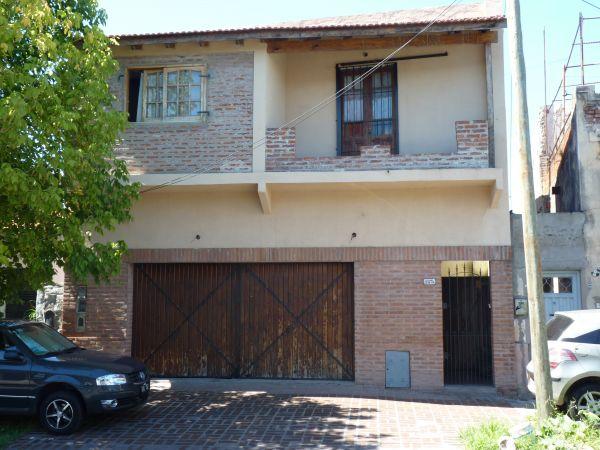 Casa con garage buscadorprop for Casa con garage laterale