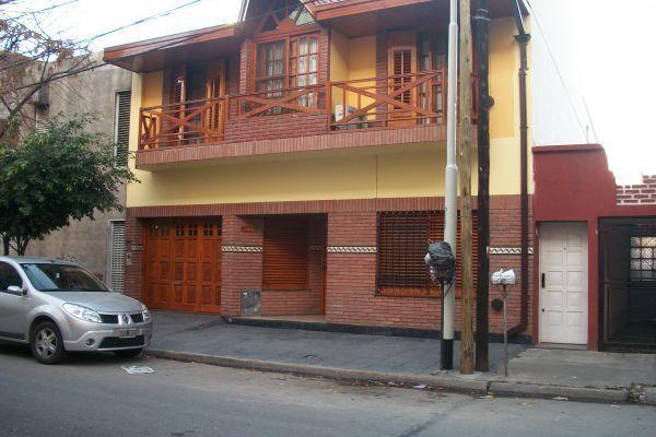 Excelente casa de 5 ambientes quincho con parrilla y for Parrilla casa de coco