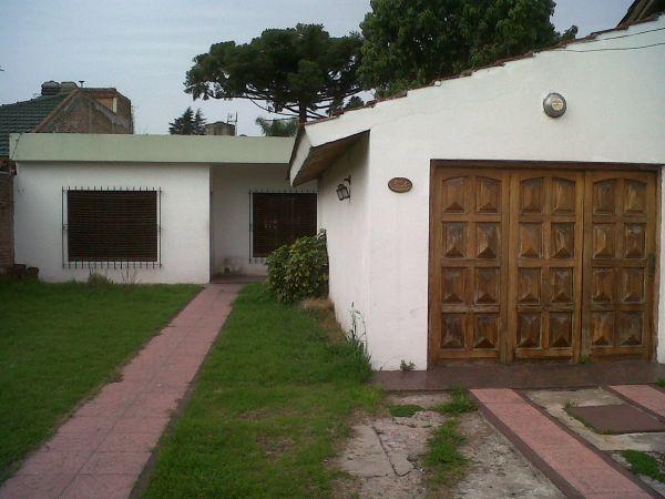 Amplia casa con garage buscadorprop for Casa con garage laterale