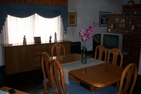 Casa de 4 ambientes con patio y parrilla en excelente for Parrilla casa de coco