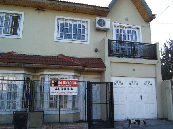 Buscadorprop duplex de 3 amb con garage sin expensas for Duplex con garage