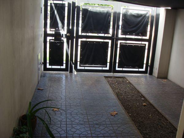 Impecable duplex de 3 ambientes con patio y garage for Duplex con garage