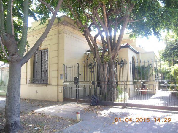 Casa estilo barrio ingles buscadorprop for Muebles de cocina zona sur lomas de zamora