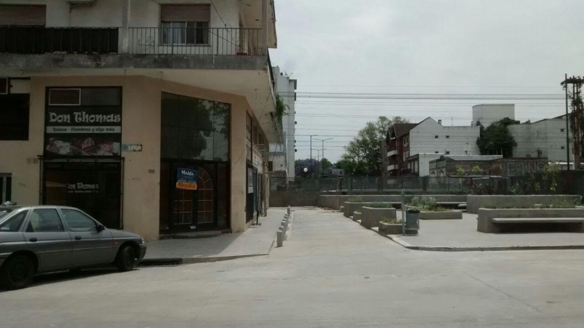 Oficina en esquina con planta alta buscadorprop for Inodoro esquina