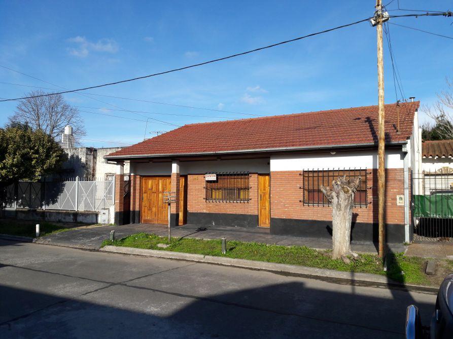 Casa con garage buscadorprop for Case con casa suocera