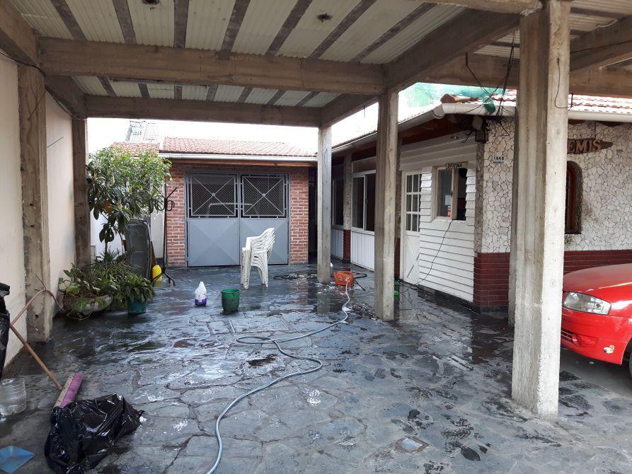 Casa de 4 ambientes losa al frente para construir local for Pileta lavadero losa