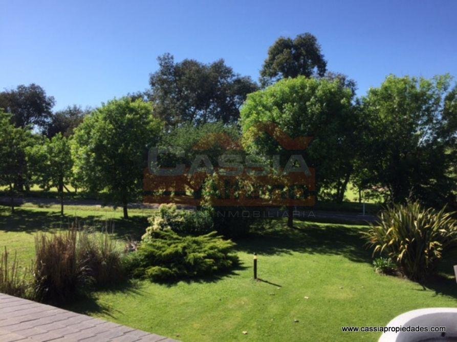 Casa en dos plantas haras del sur 1 inmejorable for Mi lote 1 ubicacion
