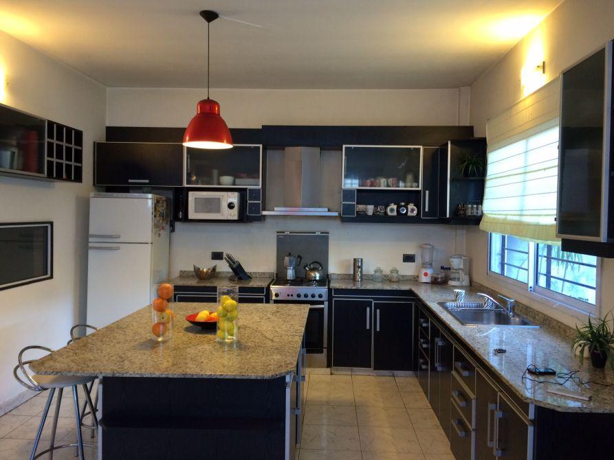 Burzaco casa en exc estado estilo moderno minimalista for Casa minimalista caracteristicas