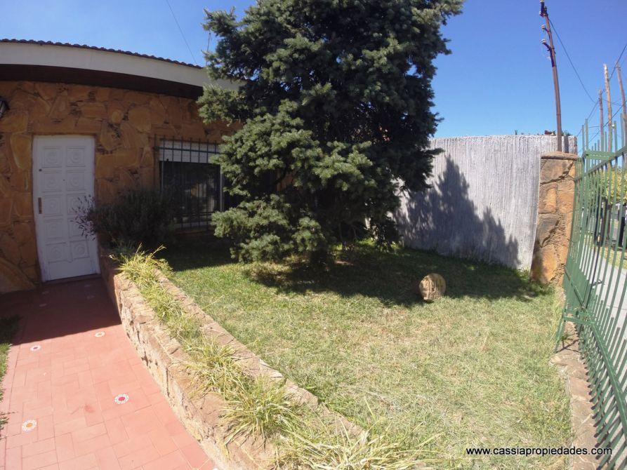 Casa sobre lote propio apta 2 familias 150m2 cub patio for Jardin 150m2
