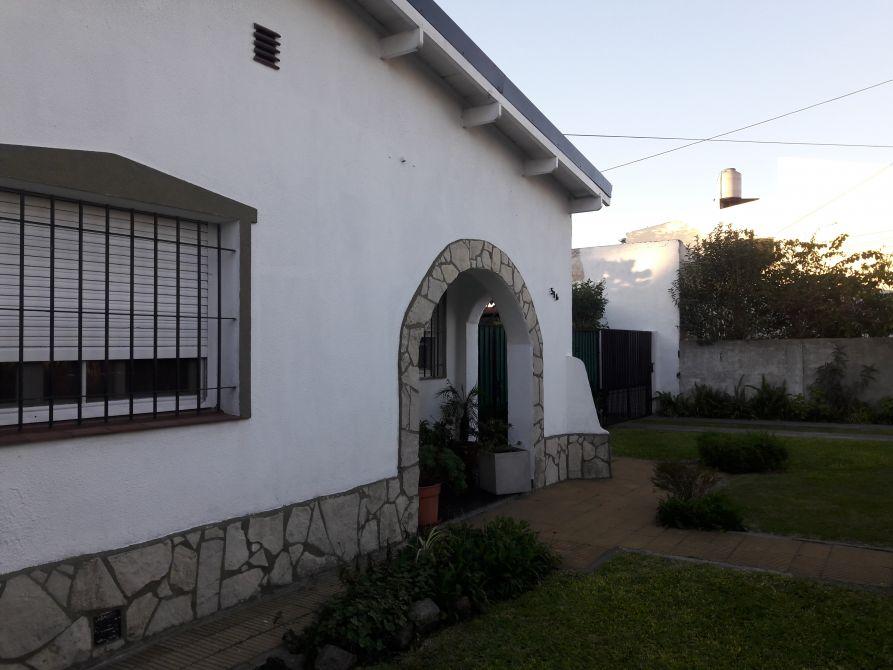 Casa con garage y depto buscadorprop for Casa con garage laterale