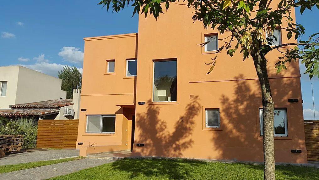 Excelente casa minimalista barrio privado santa for Casa minimalista caracteristicas