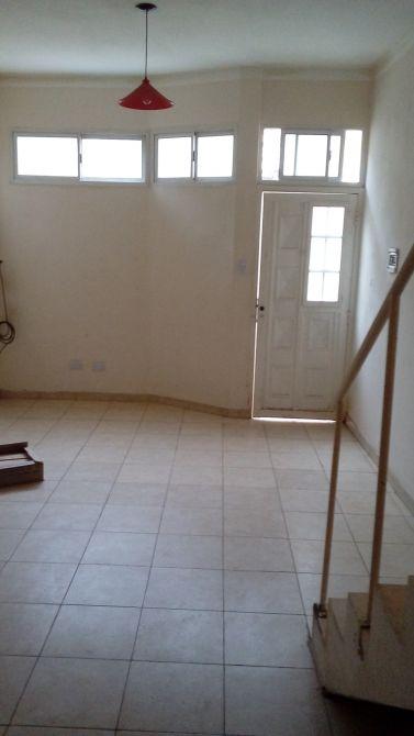Duplex 2 ambientes interno por pasillo a 100 mts de av for Interno j