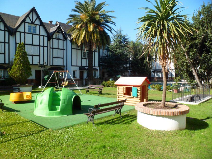 Hermoso triplex en complejo con pileta y jardin adrogue for Pileta lavadero losa