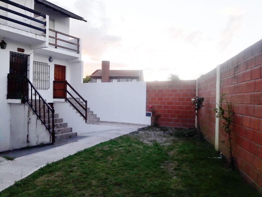 Duplex con garage a solo 1 2 cuadra de la av san bernardo for Duplex con garage