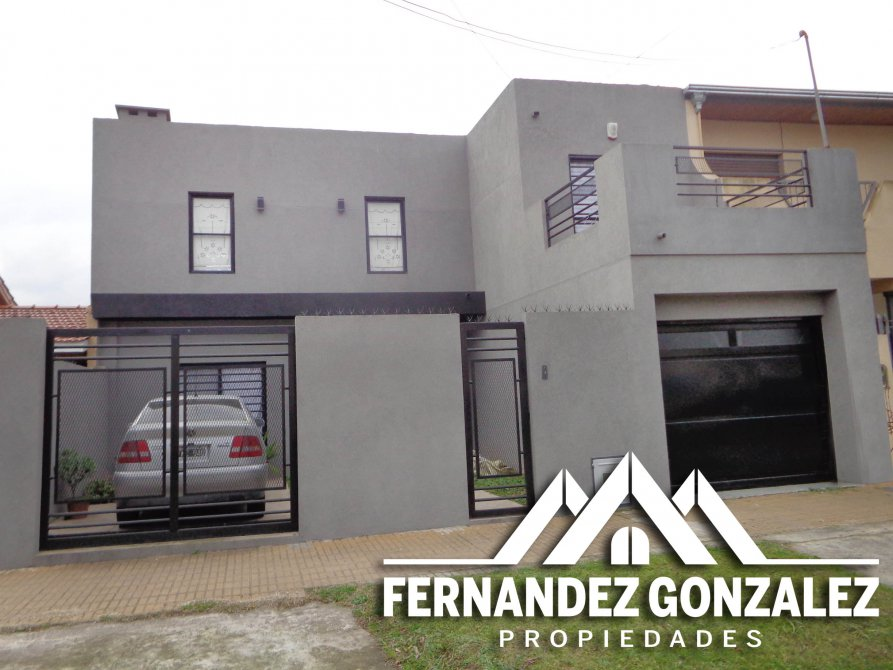 Casa moderna de 4 amb con garage quincho y fondo libre for Casa moderna quincho